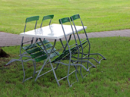 metal-chairs-352253_960_720-500×309