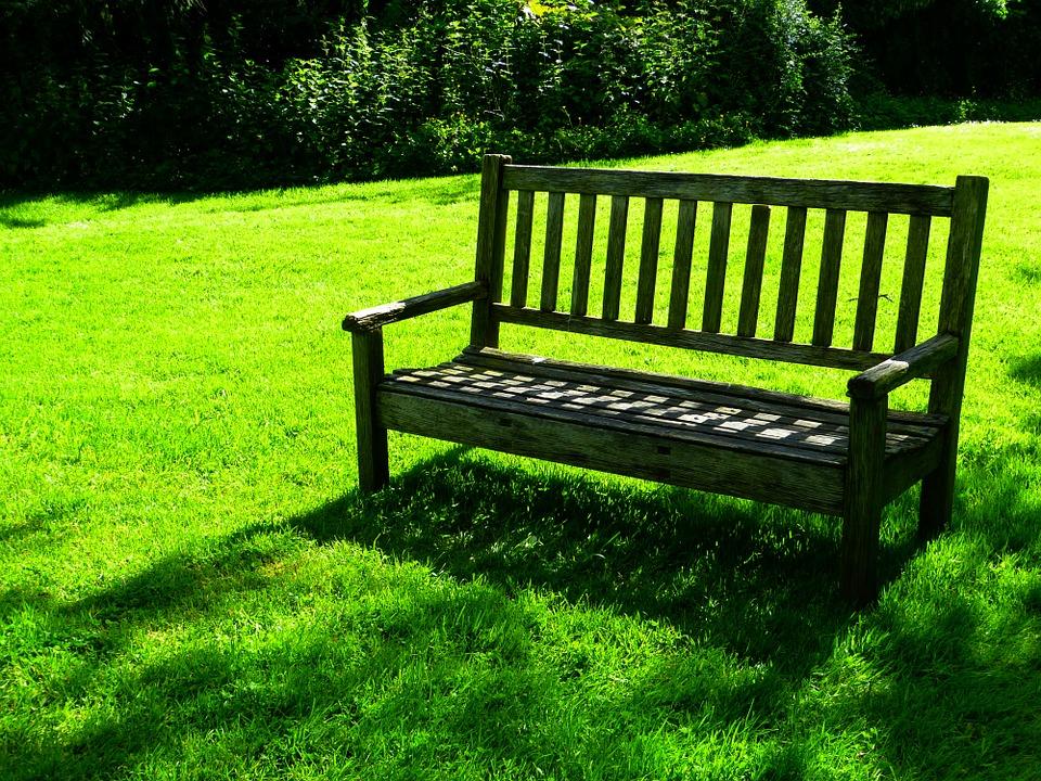 ?בניית ספסל עץ לגינה- איך עושים את זה