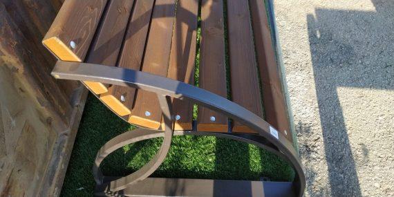 ספסלי ברזל ועץ